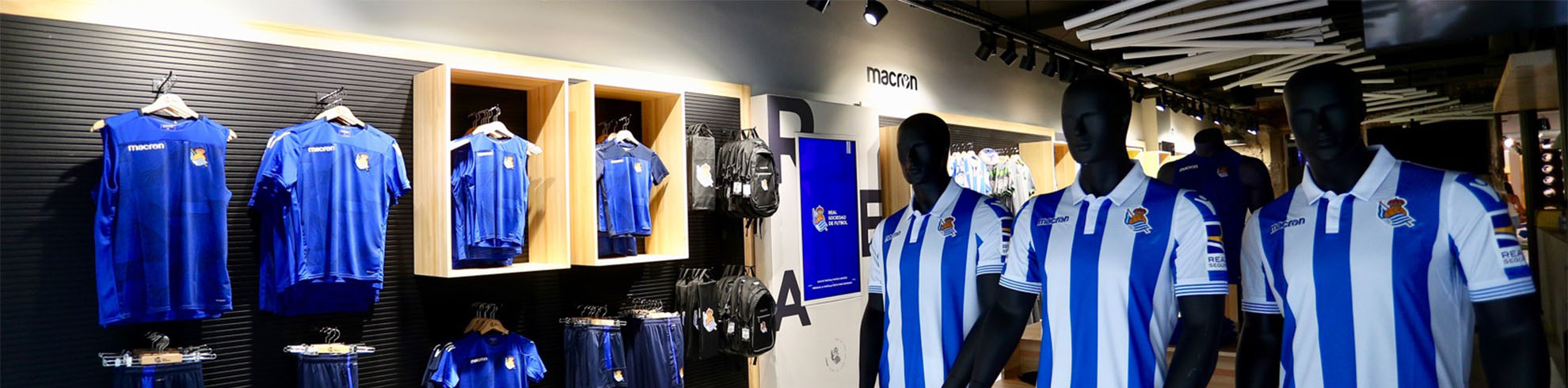 The Izaskun Larzabal architecture studio designed the interior of the new Real Sociedad shop